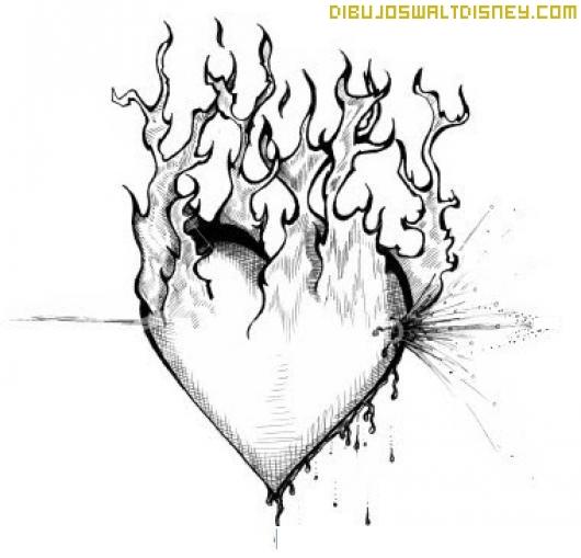 Corazón de amor en llamas