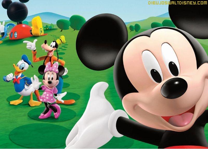 Mickey está de paseo con sus amigos