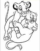 Simba y Nala juegan juntos