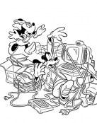 Goofy se enreda con los cables