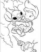 Stitch coge a Lilo