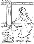 Blancanieves bailando con enanito del bosque