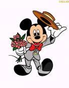 Llega Mickey con un ramo de flores