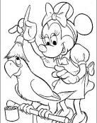 Minnie sacando el polvo al loro