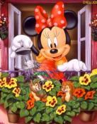 Minnie riega sus plantas