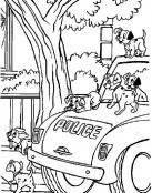 Perros 101 Dalmatas subidos en el coche policial